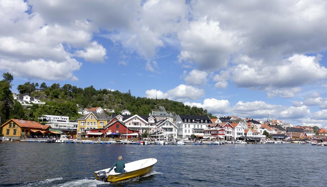 Juli 2020 har vært uvanlig kald på Østlandet, men langs kysten har likevel sol, båter og turister preget måneden, som her i Kragerø. Foto: Marianne Løvland / NTB scanpix