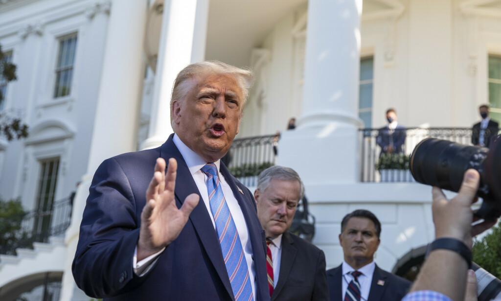 PRESIDENT: USAs president Donald Trump møtte pressen utenfor Det hvite hus etter avgjørelsen onsdag. Foto: Alex Brandon / AP / NTB Scanpix