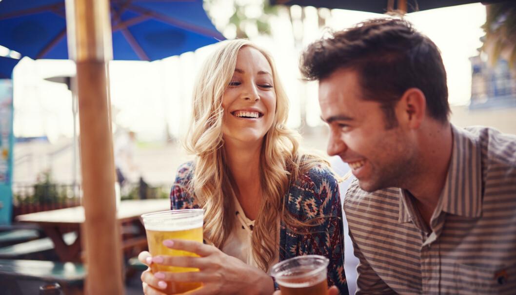 DATING: Det finnes mange metoder å gå frem på når man er på datingmarkedet, og mange går for den uoppnåelige versjonen av seg selv. Det kan slå begge veier. FOTO: NTB Scanpix