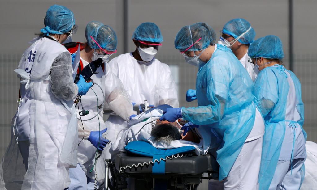 BEKYMRINGSFULL ØKNING: Torsdag 23. juli hadde Frankrike et smittetall på 13,2 per 100 000 innbyggere. Nå har tallet steget til 17,7. Foto: Christian Hartmann / Reuters / NTB Scanpix