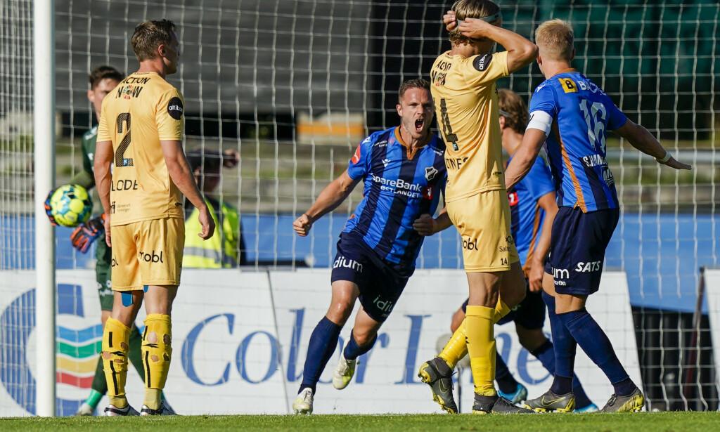 JUBLET: Mats Solheim jubler med lagkamerater etter 1-2 målet under eliteseriekampen i fotball mellom Stabæk og Bodø/Glimt på Nadderud Stadion. Foto: Fredrik Hagen / NTB Scanpix