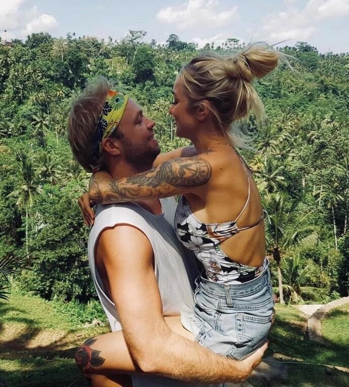 UT PÅ TUR: Helt siden de møttes for første gang, har paret vært på reise. Eliassen mener det ikke er så komplisert eller vanskelig som folk skal ha det til. Foto: Privat
