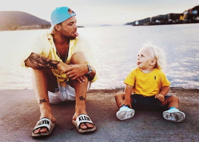 INGEN LATSKAP: På Instagram synes palmer, strender og bading, men Eliassen forsikrer om at sønnen er i barnehagen hver dag. All reisingen har bidratt til at fireåringen snakker fire forskjellige språk (!). Foto: Privat