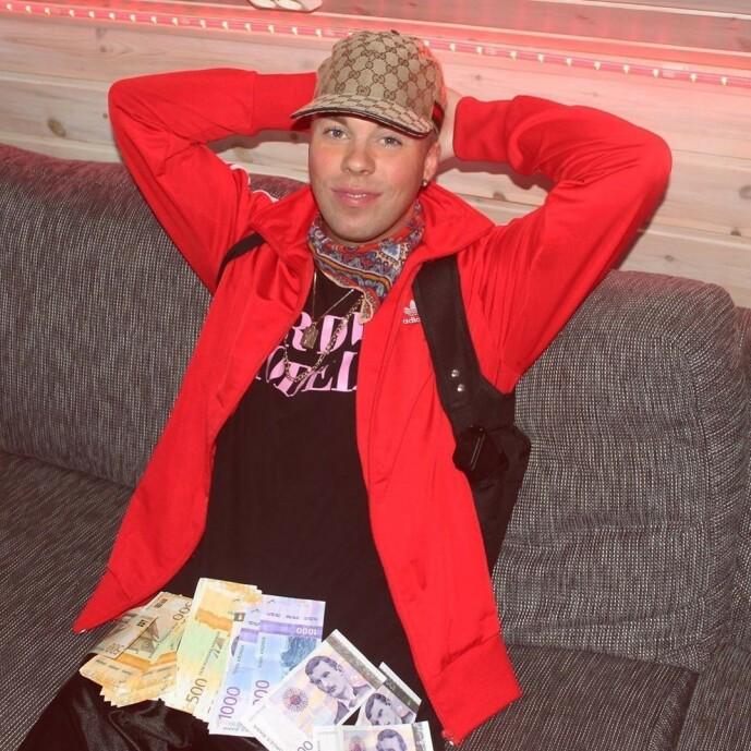 <strong>KVITTERING:</strong> I ekte hip hop-ånd måtte Soleng flashe litt cash. Da politiet spurte om hvor pengene kom fra, viste han fram en bankutskrift og forklarte at han hadde tatt ut pengene for å promotere ei låt. Foto: Privat