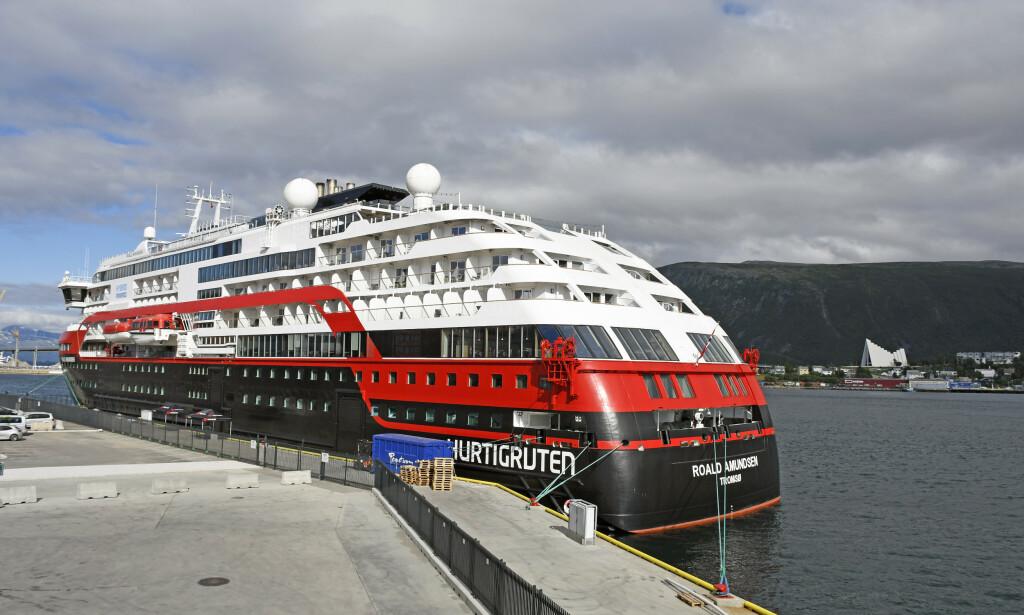 SMITTET: 35 i mannskapet og en passasjer har blitt smittet med coronaviruset etter seilas med MS Roald Amundsen. Foto: Rune Stoltz Bertinussen / NTB scanpix