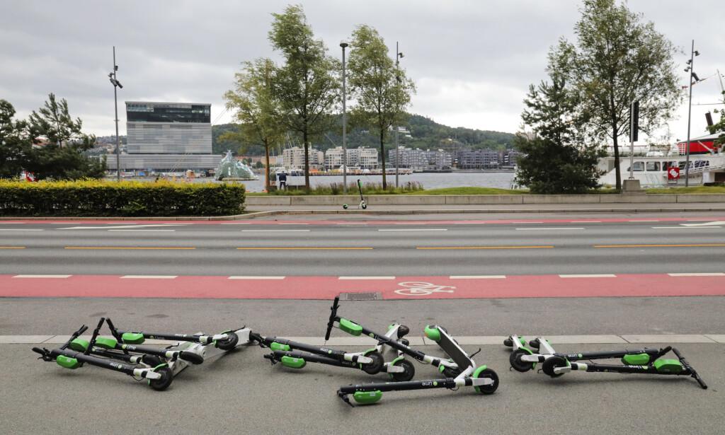 STRØDD: El-sparkesykler ligger strødd i Oslo. Foto: Ørn E. Borgen / NTB Scanpix