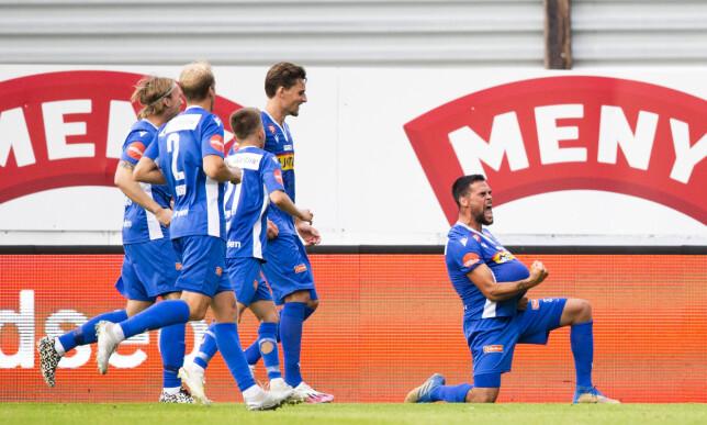 I EKSTASE: Sandefjordj-spillerne feirer overtidsmålet mot Molde. Foto: Trond Reidar Teigen / NTB Scanpix