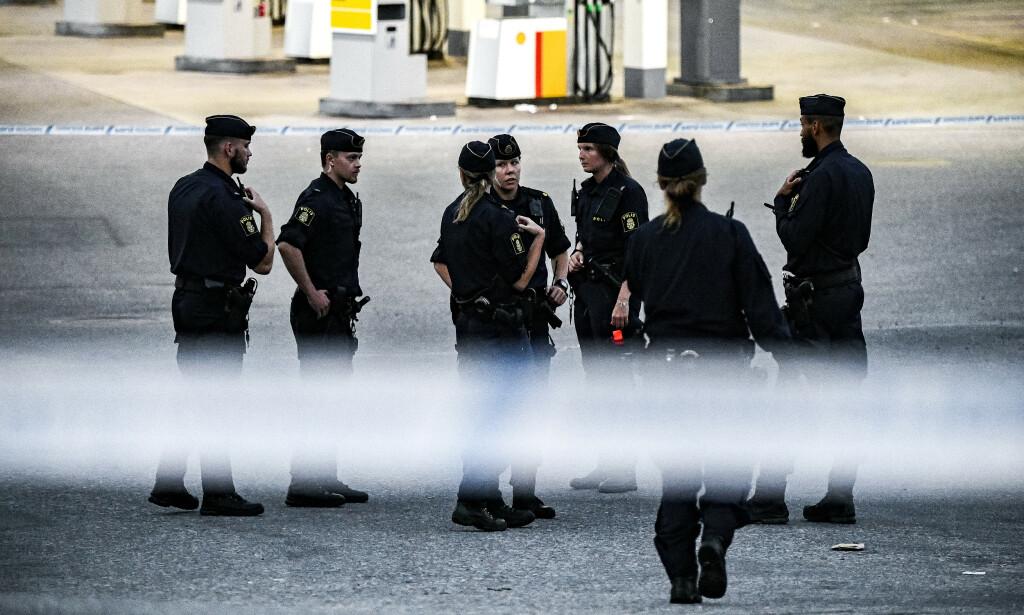 DRAPSETTERFORSKNING: Politiet har innledet drapsetterforskning og gjør undersøkelser på stedet. Foto: Alex Ljungdahl / Expressen