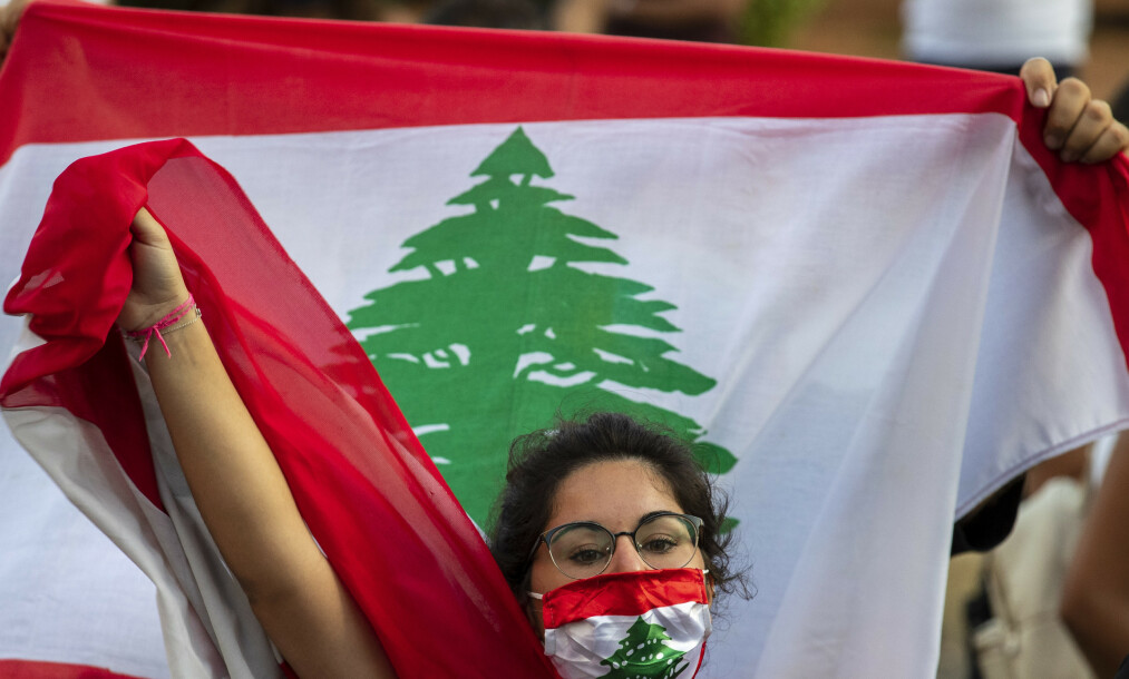 <strong>PROTESTER I EI CORONATID:</strong> Mens den økonomiske krisa øker dag for dag, fortsetter demonstrasjonene i Beirut. Foto: Hassan Ammar/AP/NTB Scanpix