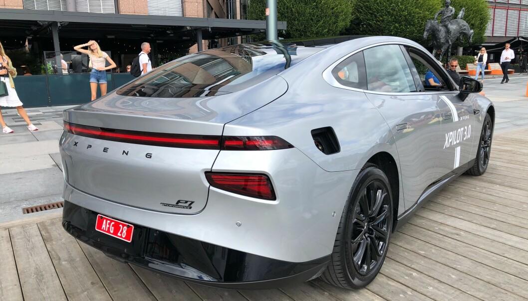 <strong>STILMIKS:</strong> Det er mye Tesla Model S i denne bilen. Og hadde man droppet de nedre lyktene, som ser ut til å være hentet fra Hyundai Kona, hadde hekken minnet en del om Porsches nye design. Foto: Rune M. Nesheim