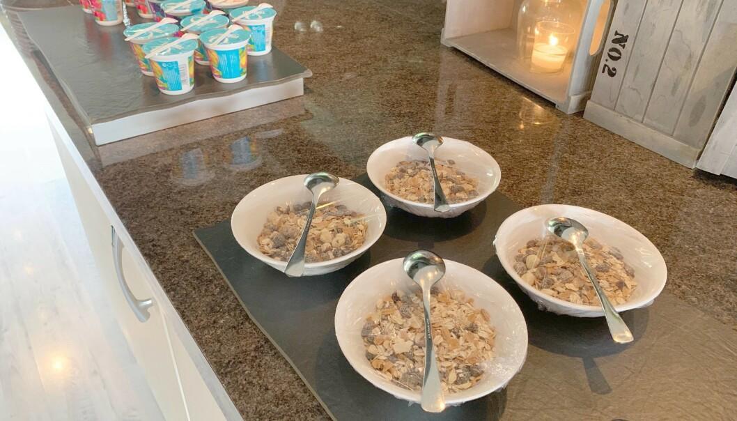 <strong>PORSJONERT:</strong> Frokostblanding og yoghurt er et alternativ til brødskiver. Begge foto: Eilin Lindvoll.