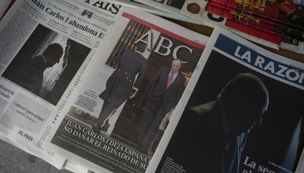 <strong>TUNGT DEKKET:</strong> Samtlige spanske aviser hadde kongens exit som forsidestoff mandag. Foto: NTB Scanpix