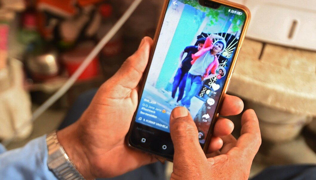 <strong>POPULÆRT:</strong> Med 800 millioner aktive brukere er TikTok ett av verdens største sosiale medier. Foto: Money Sharma / AFP / NTB Scanpix