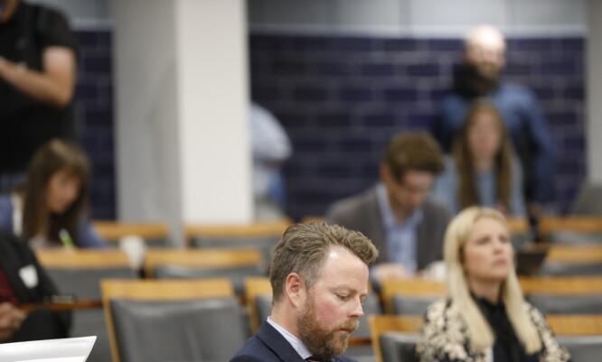 <strong>FLAT:</strong> Arbeids- og sosialminister Torbjørn Røe Isaksen la seg flat på vegne av det offisielle Norge og ga en uforbeholden unnskyldning til ofrene for Nav-skandalen. Foto: Christian Roth Christensen / Dagbladet