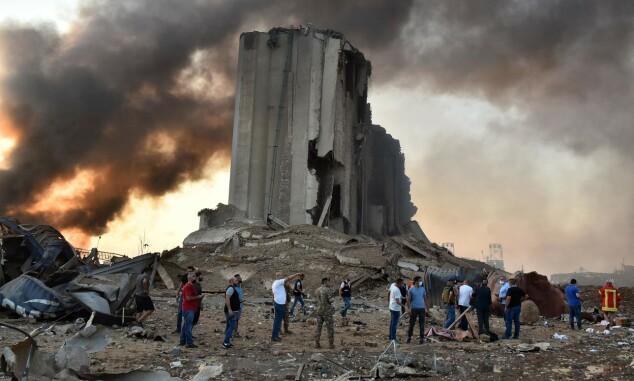 <strong>STORE ØDELEGGELSER:</strong> En ødelagt silo ved havna i Beirut. Foto: STR / AFP