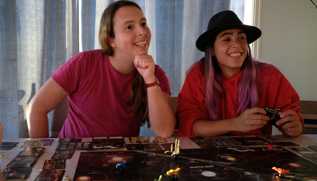 <strong>SØSTRE:</strong> Søstrene Dea-Renate Miranda og Thea-Alice Husebø-Miranda er begge transpersoner, og lever godt med det. FOTO: Privat