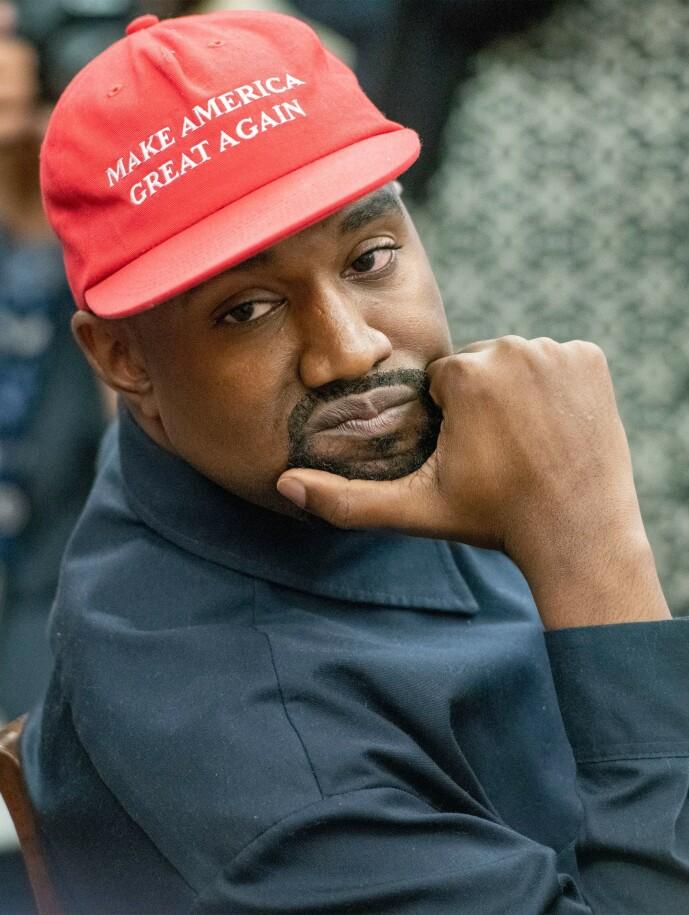 <strong>KASTET HATTEN:</strong> West har tidligere vært en uttalt Trump-støtter, men tidligere i år kunngjorde han at han kastet «MAGA»-capsen fra seg. Nå stiller han som individuell kandidat. Foto: NTB Scanpix
