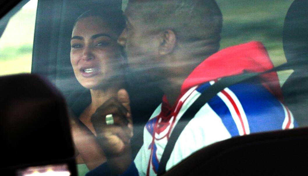 <strong>TØFT:</strong> Dette bildet ble tatt etter at Kanye hadde liret av seg den vonde Twitter-tiraden om at ha ville skilles. De siste ukene har ikke vært enkel for familien Kardashian West, noe Kim åpenbart viser her. Foto: NTB Scanpix