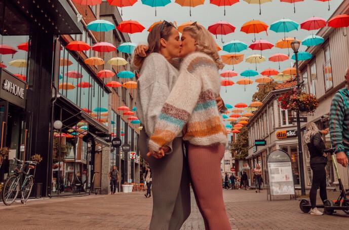 <strong>SAMMEN:</strong> Camilla Lorentzen og Julie Visnes offentliggjorde forholdet 27. juni. Foto: Privat