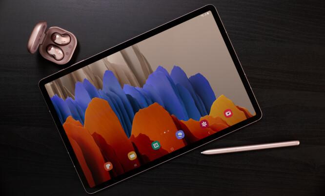 <strong>NYE NETTBRETT:</strong> Galaxy Tab S7+ har 12,4 tommers skjerm med 120 Hz bildefrekvens og koster fra 11.490 kroner. Foto: Samsung