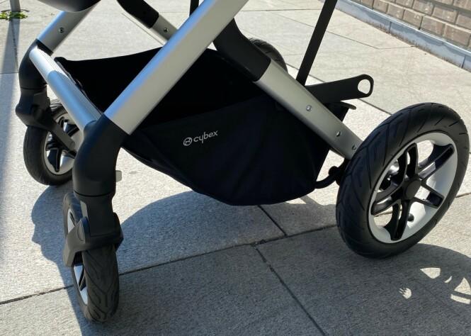 <strong>PUNKTERINGSFRIE:</strong> En annen fordel i tursammenheng er at hjulene ikke kan punktere, så de tåler en ekstra trøkk. Foto: Kirsti Østvang