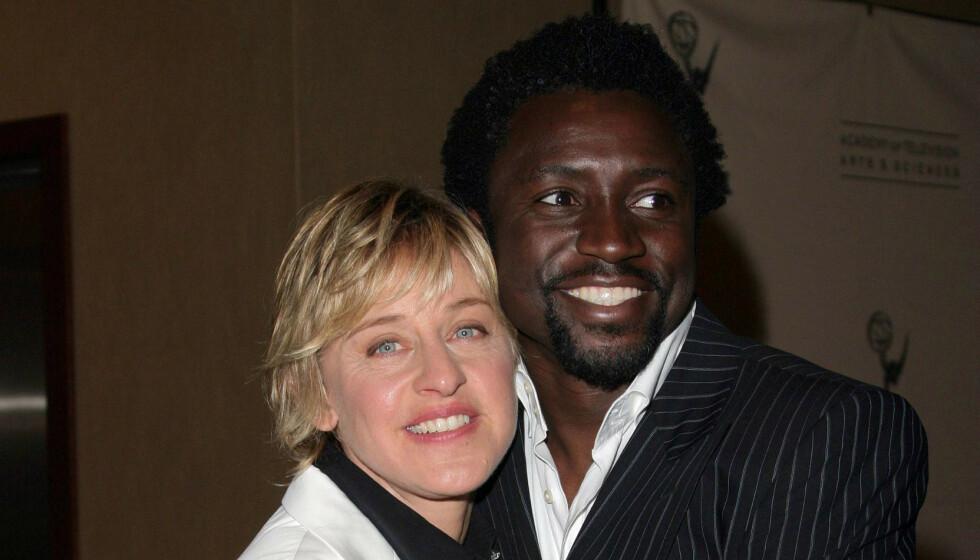 <strong>SNAKKER UT:</strong> Den tidligere DJ-en på «The Ellen DeGeneres Show», Tony Okungbowa, snakker nå ut om sin tid i programmet. Her her han med DeGeneres i 2005. Foto: NTB Scanpix