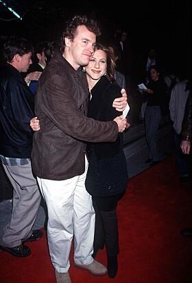 <strong>STJERNEPAR:</strong> Tate Donovan og Jennifer Aniston var kjærester i virkeligheten. Da han ble en del av serien hadde de gått hver til sitt. Her sammen i 1996. Foto: NTB Scanpix