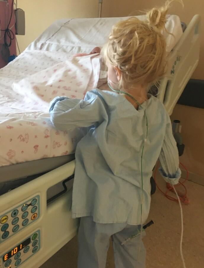 <strong>PÅ BEDRINGENS VEI:</strong> - Når slanger, pustemaskin og elektroder forsvant, var hun den gode, fine Madelen vi kjente, sier mamma Benedikte til KK. FOTO: Privat