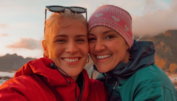 <strong>LYKKELIG PAR:</strong> Influenserne Camilla Lorentzen og Julie Visnes. Foto: Privat