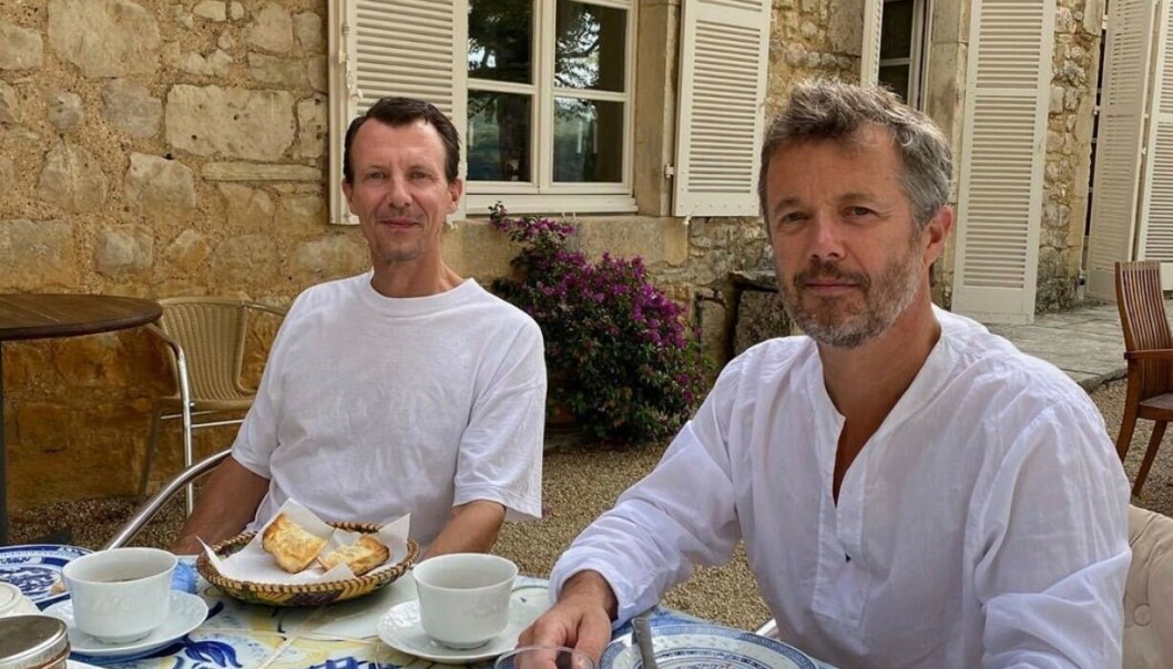 <strong>STØTTE:</strong> Kronprins Frederik (til høyre) har den siste tiden vært hos prins Joachim i Frankrike. Sistnevnte ble tidligere denne måneden skrevet ut fra sykehuset etter å ha hatt blodpropp i hjernen. Foto: Det danske kongehuset