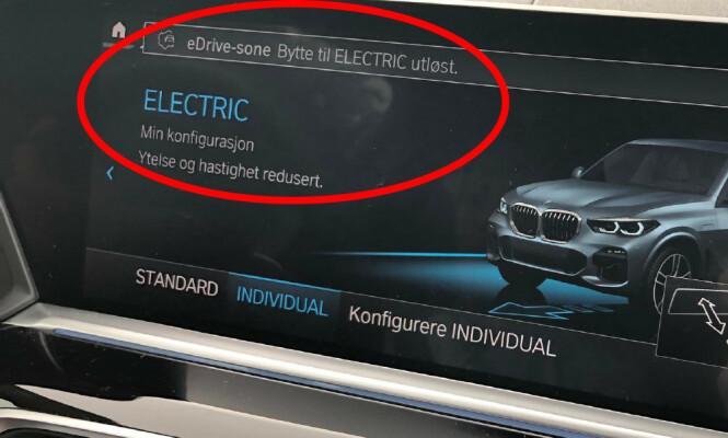 <strong>INN:</strong> Denne meldingen kommer opp på skjermen når du kjører inn i en sone. Illustrasjon: Marius Tegneby BMW