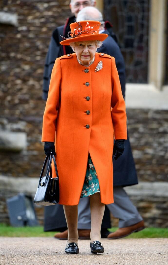 <strong>TIL INSPIRASJON:</strong> Dronning Elisabeth i livlig oransje, fotografert i romjulen 2018. Foto: NTB Scanpix