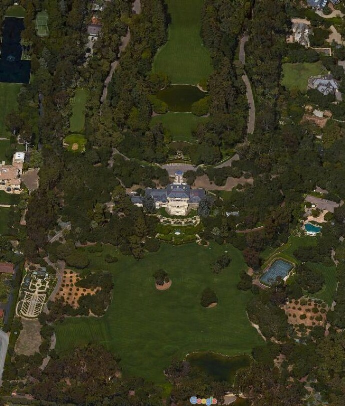 <strong>LUKSUS:</strong> På denne gigantiske tomten bor Oprah, ikke langt fra huset Meghan og Harry nå har kjøpt seg. Foto: Google Maps
