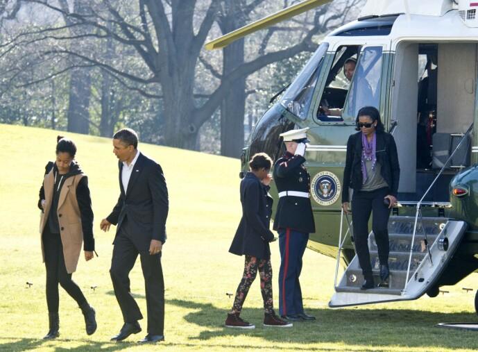 <strong>SPESIELT LIV:</strong> Michelle Obama og resten av presidentfamilien på vei ut av nevnte Marine One utenfor Det hvite hus i januar 2013. Foto: REX/ NTB scanpix