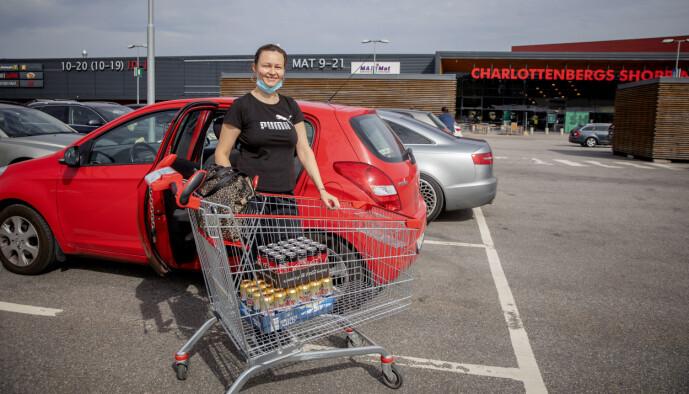 <strong>HANDEL:</strong> Dragana Vujanou har handlet mat for halvannen måned. Foto: Nina Hansen / Dagbladet