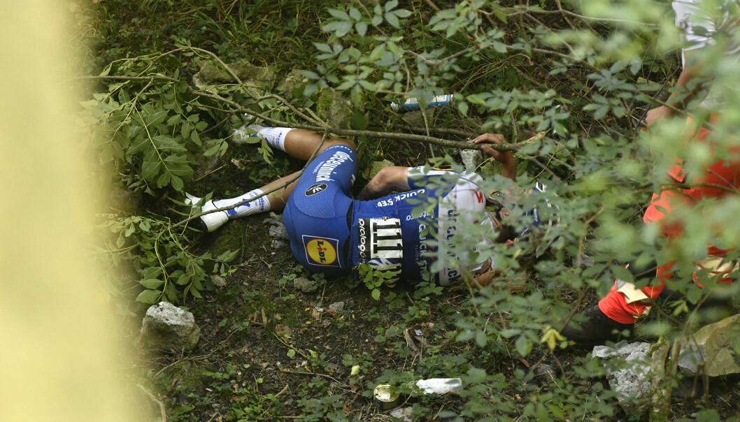 Remco Evenepoel veltet stygt lørdag. Foto: Fabio Ferrari/LaPresse via AP/NTB Scanpix