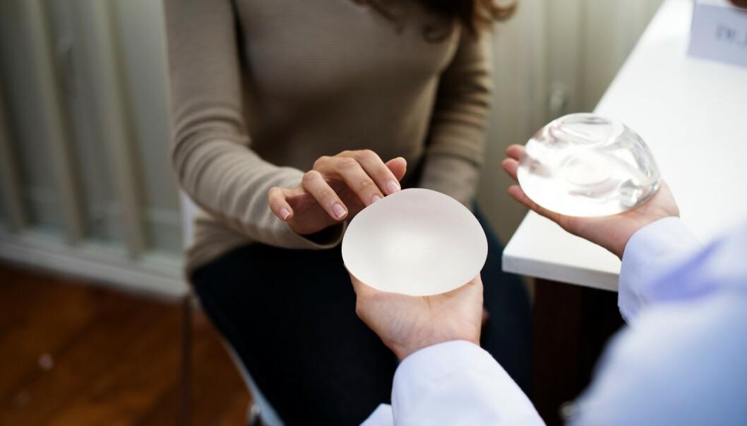 BREAST IMPLANT ILLNESS: Stadig flere kvinner mener brystimplantatene gjør dem syke, men er Breast Implant Illness en reell tilstand? FOTO: NTB Scanpix