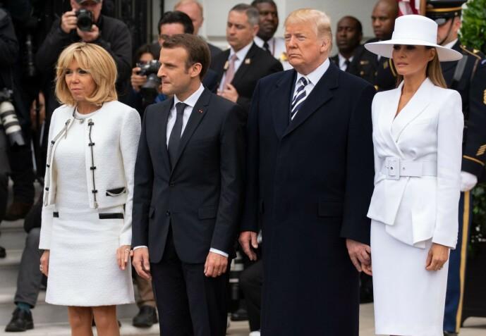 <strong>RETT I RYGGEN:</strong> Da presidentparet fikk besøk av sine kolleger fra Frankrike, kommenterte flere at Melania Trump virket stiv og «iskald». Foto: NTB scanpix
