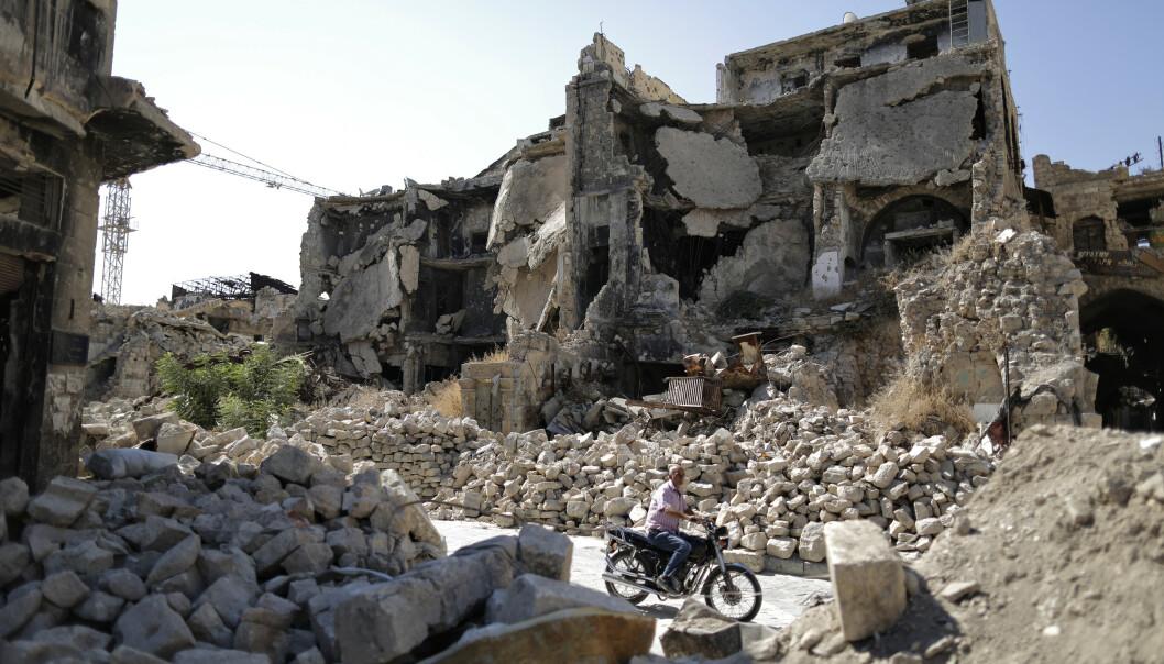 <strong>ALEPPO:</strong> Syria har blitt bombet sønder og sammen under den ni år lange krigen. Dette bildet er tatt i gamlebyen i Aleppo i fjor sommer. Foto: Hassan Ammar / AP Photo / NTB Scanpix