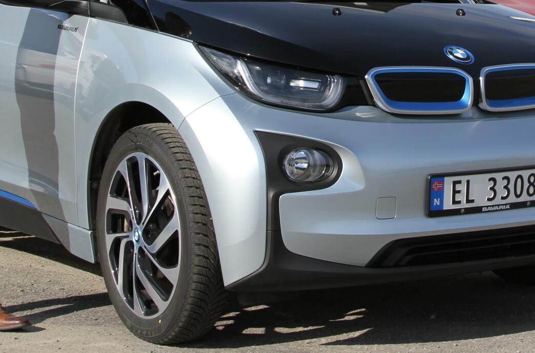 <strong>TUNG OG STERK:</strong> Batteriene i en elbil veier flere hundre kilo. I tillegg har elmotoren høyt dreiemoment. Begge deler er ugunstig for dekkslitasjen. Foto: Rune Korsvoll
