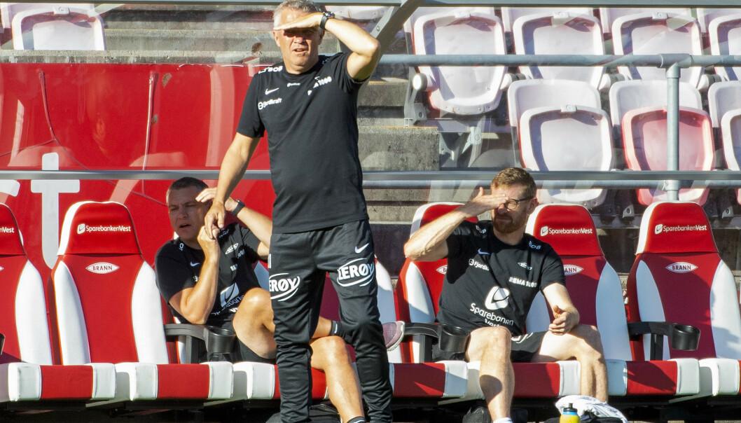 <strong>PROBLEMER I SIKTE:</strong> Kåre Ingebrigtsen ser akkurat det samme som Lars Arne Nilsen, et fotballag som ikke vriker på hjemmebane. På de 22 siste hjemmekampene har Brann scoret 24 mål. Derfor vil de alltid være sårbare for ett baklengsmål. Foto: Marit Hommedal / NTB scanpix