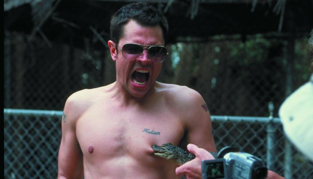 <strong>BITT:</strong> I den første filmen lot han en alligatorunge bite han i brystvorta. Foto: NTB Scanpix