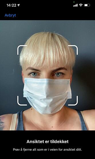 <strong>SKAL IKKE GÅ:</strong> Denne meldingen får du om du prøver å registrerer ansiktet ditt med munnbind på iPhone. Skjermbilde: Kirsti Østvang