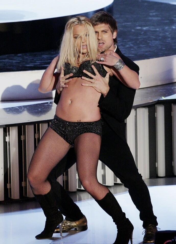 <strong>KREVENDE TID:</strong> Britney Spears gikk gjennom tøffe tider i andre halvdel av 2000-tallet, og havnet under farens vergemål i starten av 2008. Her opptrer hun på MTV Video Music Awards i september 2007, en opptreden kritikerne ga henne hard medfart for. Foto: NTB scanpix