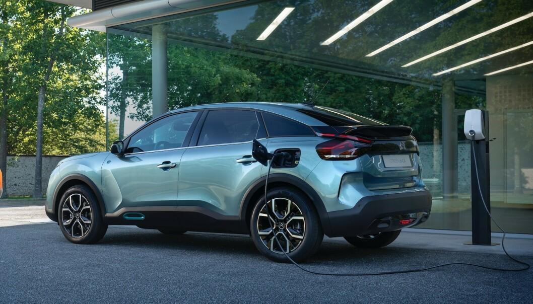 <strong>HELT ELEKTRISK:</strong> Selv om nye Citroën C4 bygges både med bensin- og dieselmotor, er det den elektriske utgaven nordmenn flest vil ha. Foto: Citroën