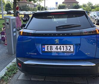 <strong>FAMILIEBIL:</strong> Peugeot e-2008 fungerer fint både til det daglige og til de lengre kjøreturene. Foto: Øystein B. Fossum