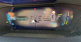 <strong>EKSTRAUTSYR:</strong> Tredimensjonal skjerm med GPS, plassert bak rattet. Foto: Øystein B. Fossum