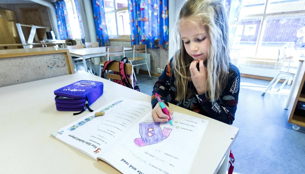 <strong>SMITTE ELLER SYMPTOMER:</strong> Se hvilke regler du skal følge om barnet ditt får symtpomer på forkjølelse, eller en i samme gruppe blir smittet av corona, enten det gjelder barnehage, barne- og ungdomsskole eller videregående skole. Foto: NTB Scanpix