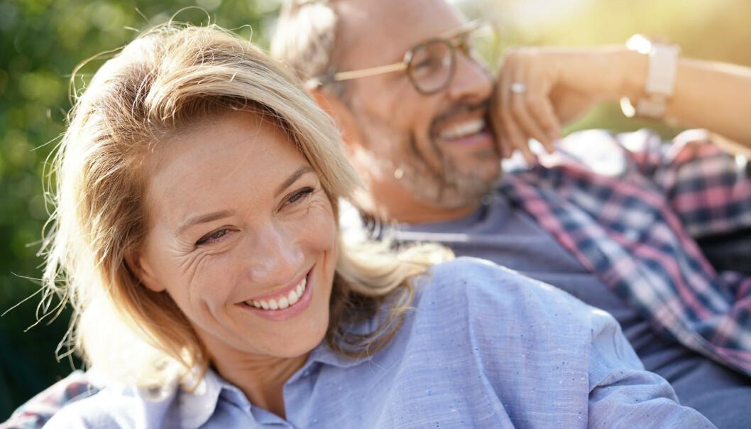 <strong>TRYGG GRUNN:</strong> Noen forhold ser ut til å tåle alt. Forskere mener de har funnet ingrediensen til hva som gjør at par føler seg lykkelige. FOTO: NTBScanpix