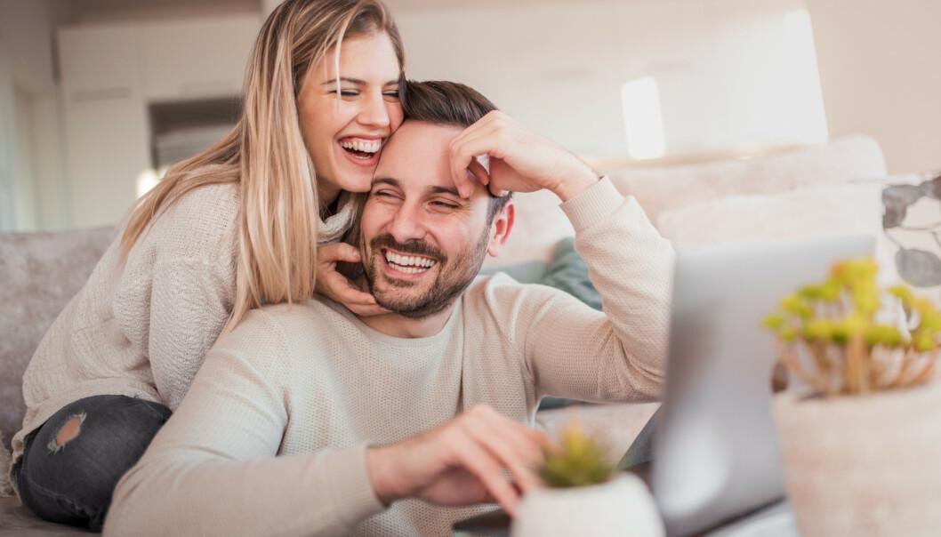 <strong>LYKKELIGE PAR:</strong> Nei, det er ikke den smittende latteren hans eller den spennende karrieren hennes som gjør dem lykkelige. Forskning viser at en helt annen faktor avgjør hvorfor vi føler lykke forholdet. FOTO: NTBScanpix